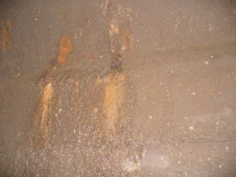 缸身漏水   Seepage at Wall of Tank