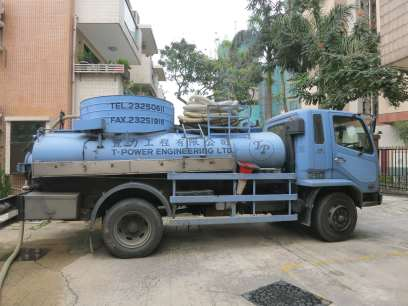 5,000升真空吸車操作中 5,000L Vacuum Desludging Truck in operation